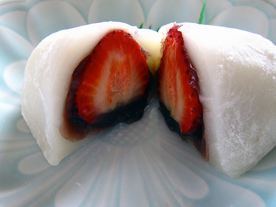 strawberry daifuku mochi